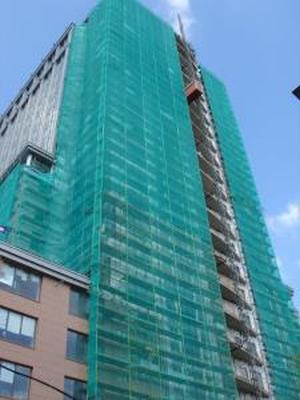 Фасадная сетка защитная для строительных лесов (4Х100М) темно-зеленая